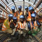 Ouvriers dans une cage de ferraillage d'un pieu